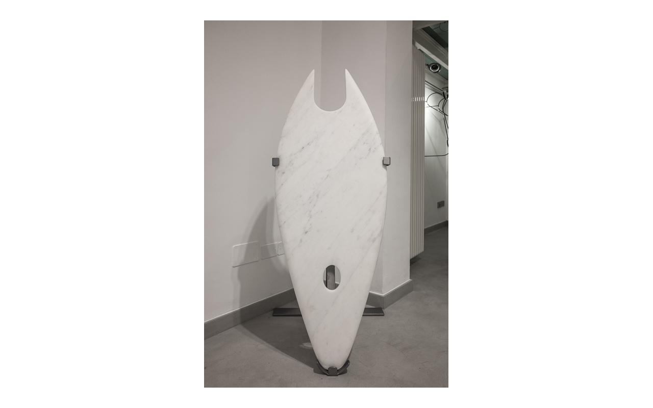 Provvisorio immutabile, 2016, marmo di Carrara, ferro